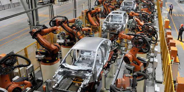 המחסור בשבבים: צפי לפגיעה של 110 מיליארד דולר בהכנסות תעשיית הרכב השנה