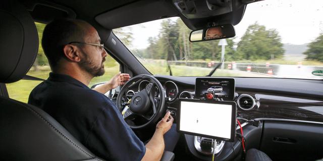 שמים ברקס לחלום הרכב האוטונומי: ייקח זמן עד שנעזוב את ההגה