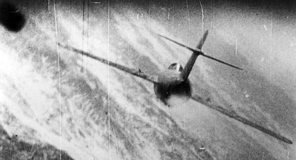 מטוס מיג 15 בכוונת של מטוס F86 אמריקאי, במלחמת קוריאה