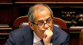 שר האוצר של איטליה ג'ובאני טרייה, צילום: Tony Gentile