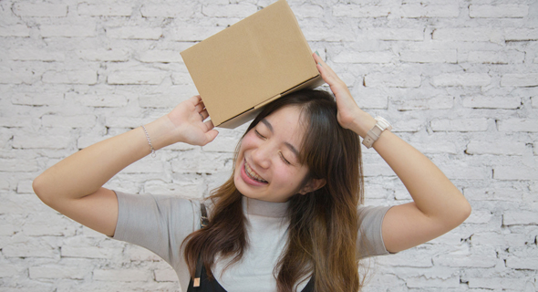 Receiving a package (illustration). Photo: Shutterstock