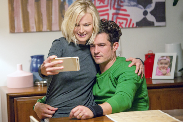 סדרת טלוויזיה איזי easy  נטפליקס אורלנדו בלום אמילי רטאייקאוסקי , צילום: Netflix