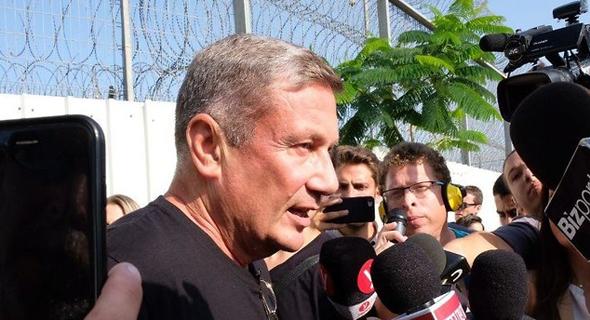 נוחי דנקנר בכניסתו לכלא, צילום: שאול גולן