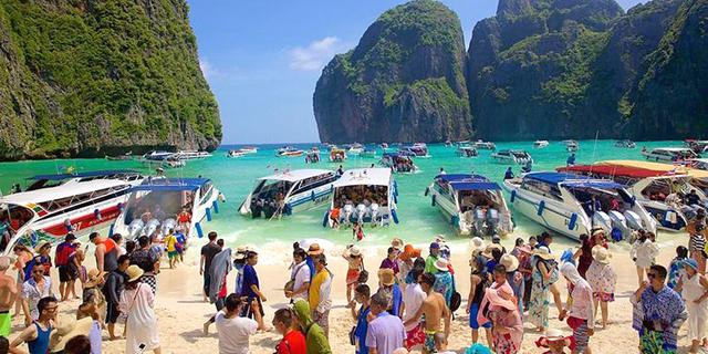 """החוף בתאילנד שהתפרסם בסרט """"החוף"""" יישאר סגור עד להודעה חדשה כדי להשתקם מעומס התיירים"""
