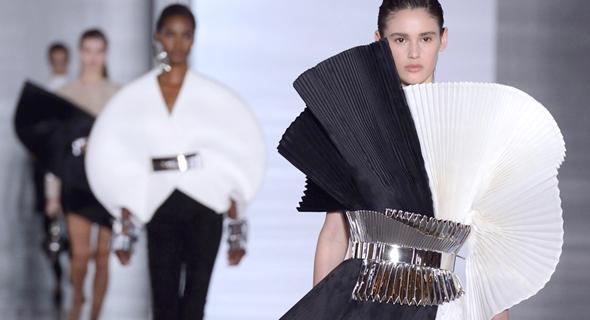 קליאופטרה בפריז : קולקציה בהשראת פירמידות ועוד חידושים בעולם האופנה