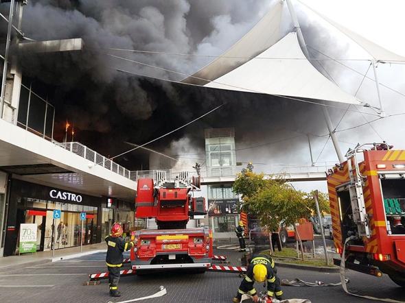 שריפת הענק במרכז המסחר בחדרה ביום שישי