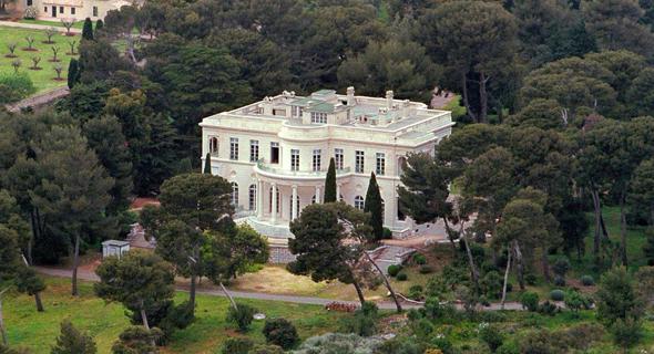 """אחוזת הקיץ של רומן אברמוביץ' ב""""מפרץ המיליארדרים"""". מנסה לחמוק מתשלום כבר שנים"""