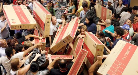 """קניות בארה""""ב בבלאק פריידי"""