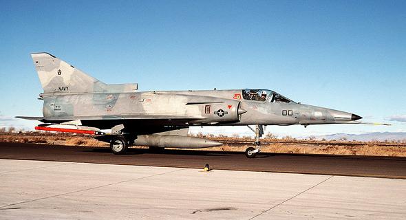 מטוס כפיר בצבעי חיל הים האמריקאי