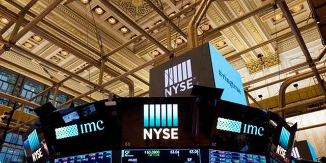 אדום כהה בנעילה בניו יורק; הזהב זינק ב-1.7% לשיא של 6.5 שנים