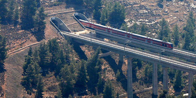 Jerusalem Train Proves Projects Left in the Oven for 17 Years May Still Be Half-Baked