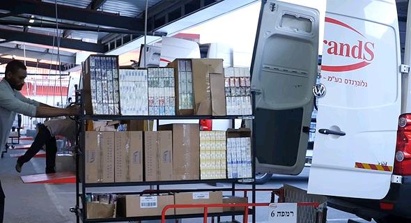 העמסת סחורה לרכב של גלוברנדס, צילום: אתר החברה globrands