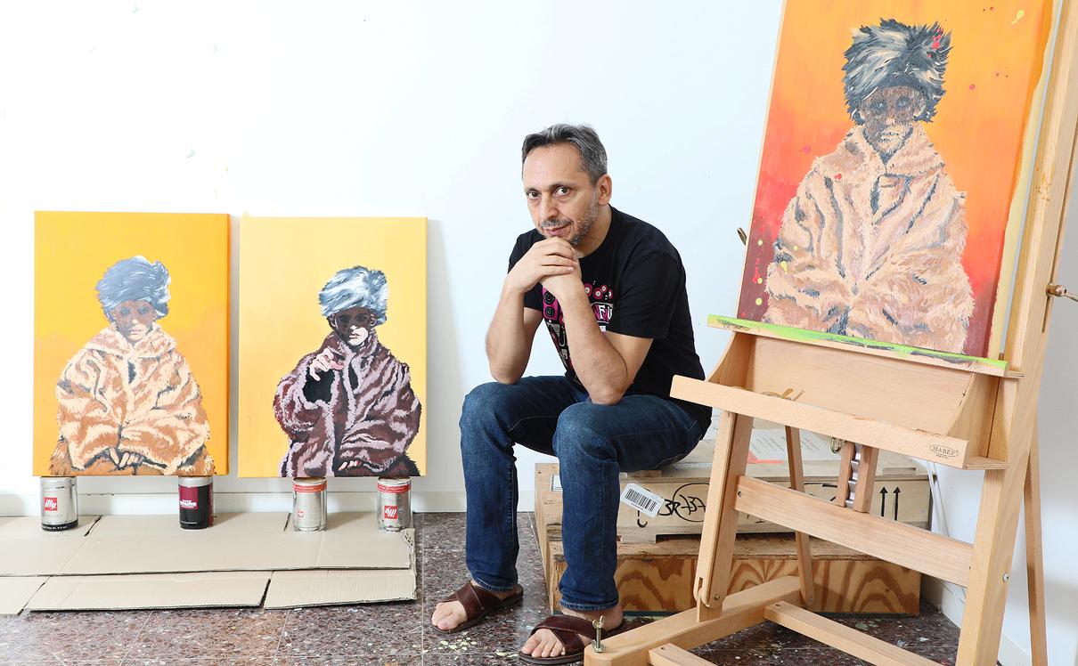 רועי רוזן בסטודיו שלו בבני ציון, צילום: דנה קופל