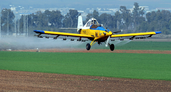 מטוס ריסוס של כים ניר, צילום: אפי שריר