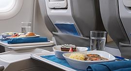 ארוחה במטוס, צילום: גטי אימג'ס