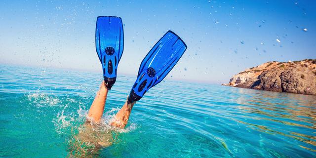 אל תשאירו אותם על החוף: הגאדג'טים שאפשר להכניס גם למים