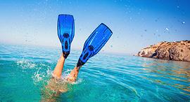פנאי סנפירים בריכה מים ים, צילום: שאטרסטוק
