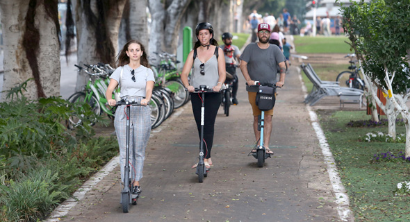 Electric scooters in Tel Aviv. Photo: Orel Cohen