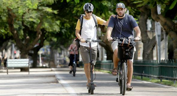 E-bike and E-scooter users in Tel Aviv. Photo: Amit Sha'al