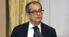 שר האוצר האיטלקי טרייה , צילום: אי פי איי