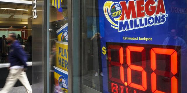 """הגרלת הלוטו הענקית בארה""""ב: לפחות זוכה אחד ב-1.6 מיליארד דולר"""