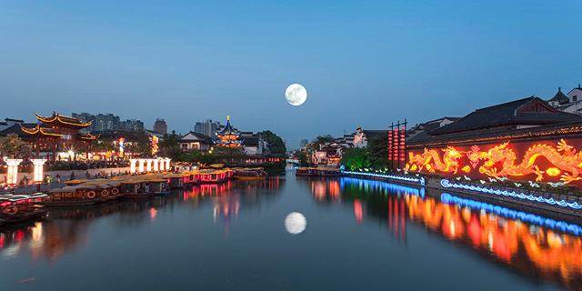 העיר צ'נגדו בסין מבטלת את הלילה:  תשיק בעוד שנתיים ירח מלאכותי