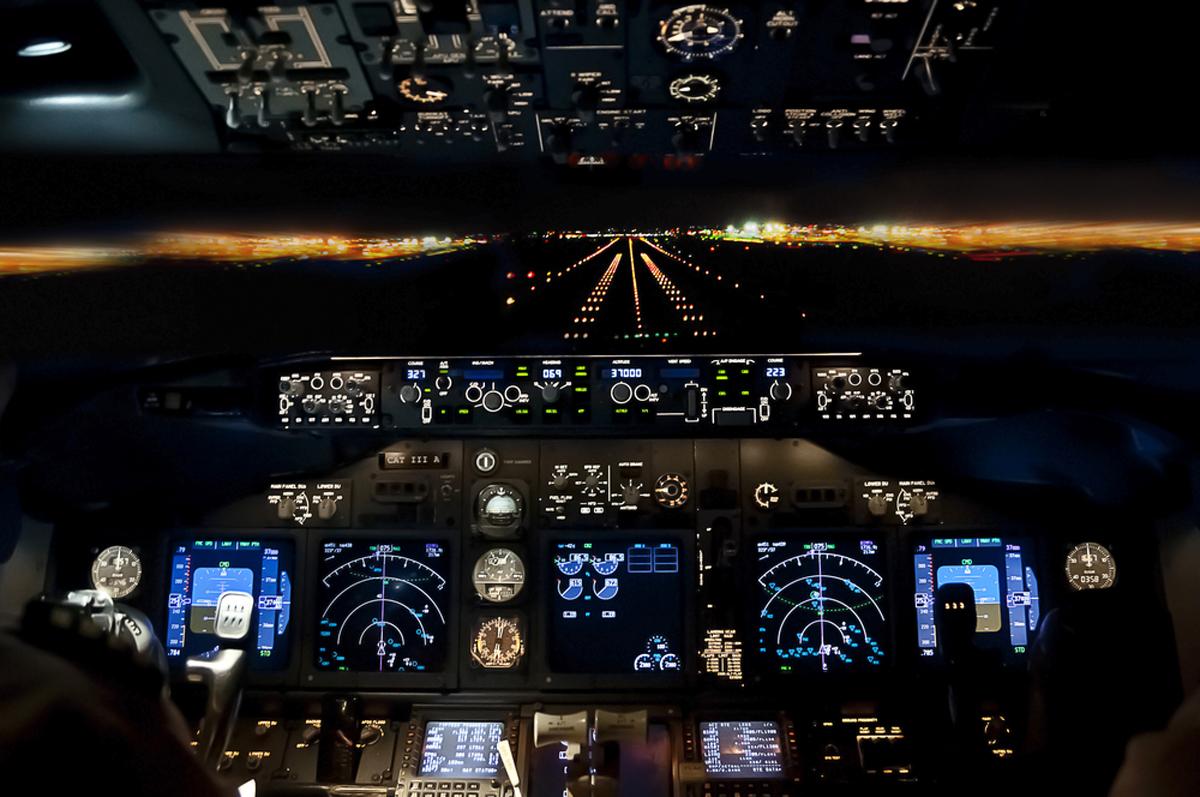 מה רואים בלילה? עד שמגיעים לנחיתה, כלום ושום דבר, צילום: שארטסטוק