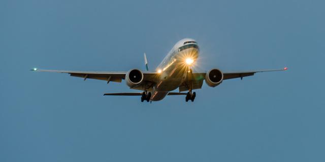 מה רואים טייסים בלילה, והאם מטוס צריך אורות קדמיים?