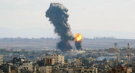 הפגזות של טילים ישראליים על עזה בעקבות שיגור על שדרות קאסם טיל רצועת עזה, צילום: איי פי