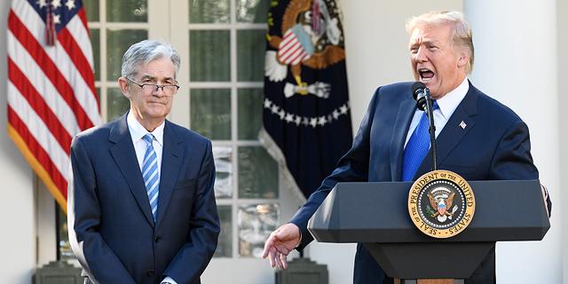 """מימין: נשיא ארה""""ב דונלד טראמפ ונגיד הפד ג"""