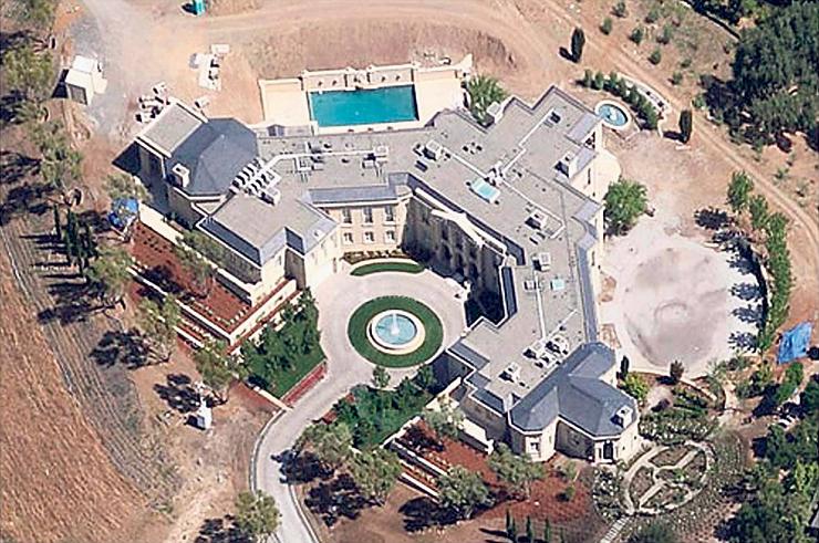 """האחוזה של מילנר בעמק הסיליקון. כשקנה אותה ב־2011, ב־100 מיליון דולר, היא היתה מהיקרות בארה""""ב"""