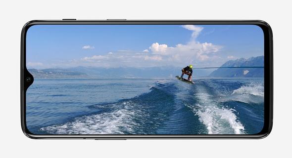 מסך גדול, שמכסה את כל החזית, צילום: OnePlus