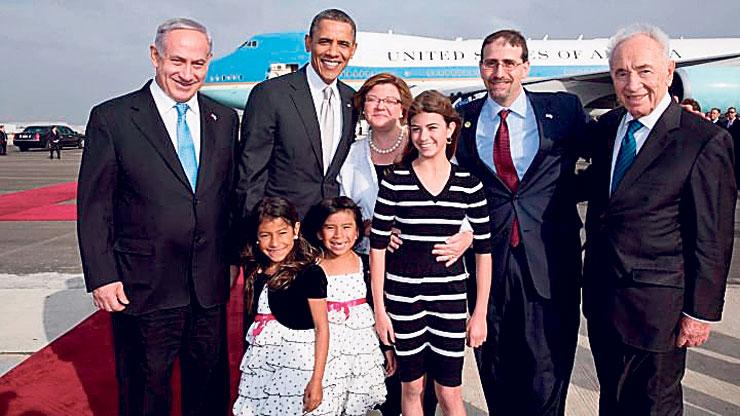 """שפירו, אשתו ובנותיו עם פרס, נתניהו ואובמה, בעת ביקורו של נשיא ארה""""ב ב־2013. נשארו גם בגלל הבנות, כשהבכורה כעת במכינה קדם־צבאית"""