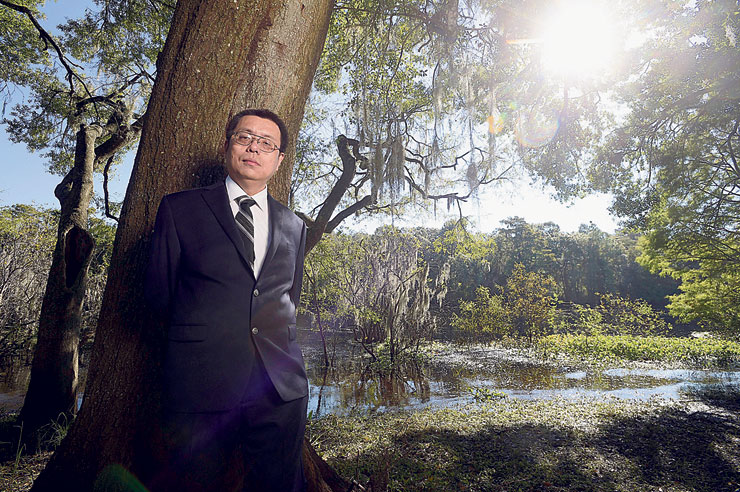"""פרופ' דז'ינג פנג, מנהל מכון קונפוציוס באוני' דרום פלורידה. ה־FBI דחק בו לשמש מרגל לטובת ארה""""ב בתמורה להגנה מפיטורים"""