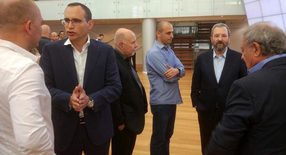 מימין: אהוד ברק בטקס פתיחת המסחר בבורסה