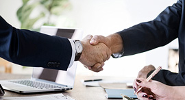 הסכם חתימה לחיצת יד זירת הנדלן, צילום: rawpixel/Pixabay