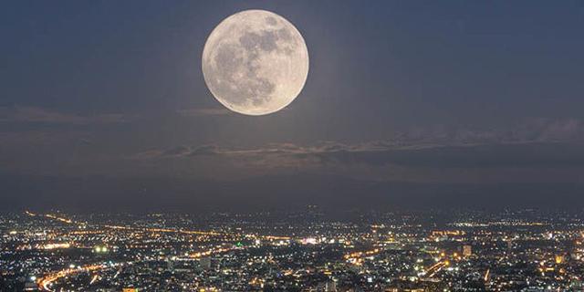 למכירה: חלק מהירח בתמורה למיליון דולר