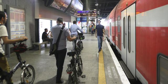 סמוטריץ' בוחן: איסור על תנועת אופניים בתחנות הרכבת