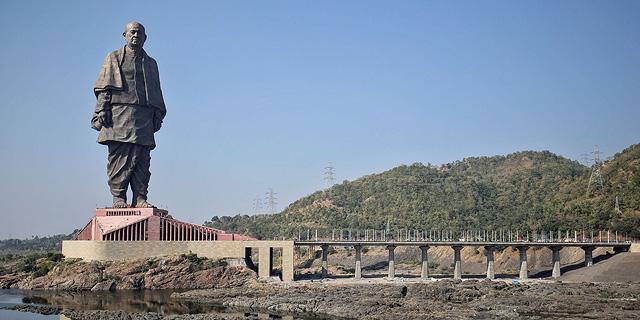 עיניים למעלה: הפסלים הגבוהים בעולם