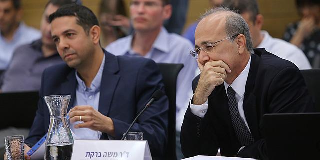 """מימין: ד""""ר משה ברקת ויואב גפני בוועדת פישמן, צילום: אלכס קולומויסקי"""