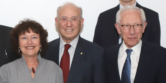 סטנלי פיישר, יעקב פרנקל וקרנית פלוג, בכנס, צילום: שחר אביטן
