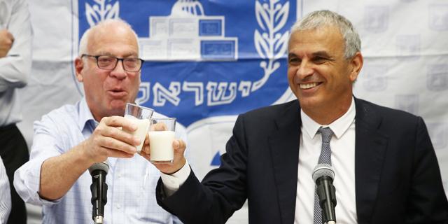 מכה למחלבות: אריאל חבר לכחלון - מתנגד לייקור מוצרי החלב שבפיקוח