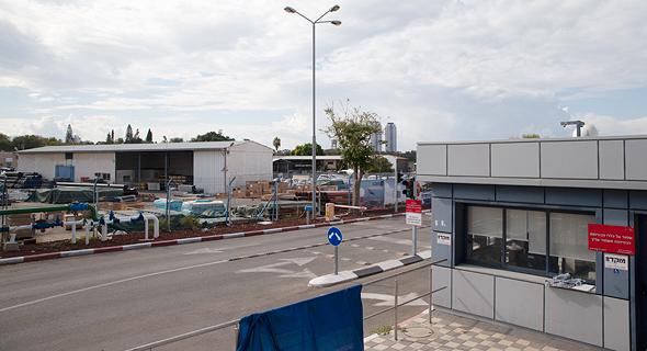 מתחם מקורות ברחוב הפלד בחולון, צילום: אביגיל עוזי