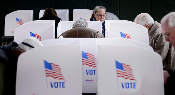 אמריקאים מצביעים בבחירות אמצע הקדנציה