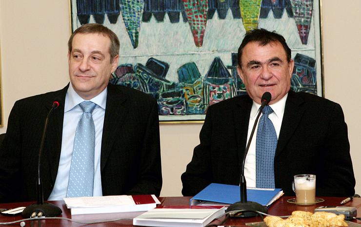 """רוזנצוויג (משמאל) וגרנות באירוע של הבינלאומי ב־2004. """"כשבינו הציע לי להיות יו""""ר הבנק אמרתי:"""