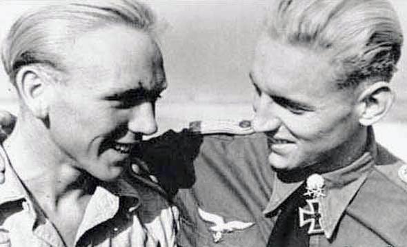 הרטמן וחברו הטוב, הטכנאי היינץ מרטנס, צילום: acesofww2