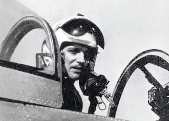 אריך הרטמן בתא הטייס של מטוס הסייבר שלו, בימיו בחיל האוויר של מערב גרמניה, צילום: acesofww2