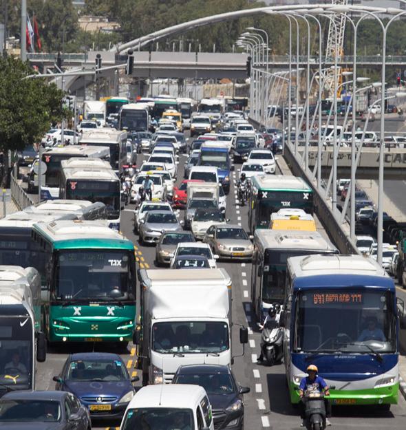 אוטובוסים בתל אביב. בשכונות הם נדירים