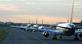 מטוסים על מסלול ההמראה, צילום: שאטרסטוק