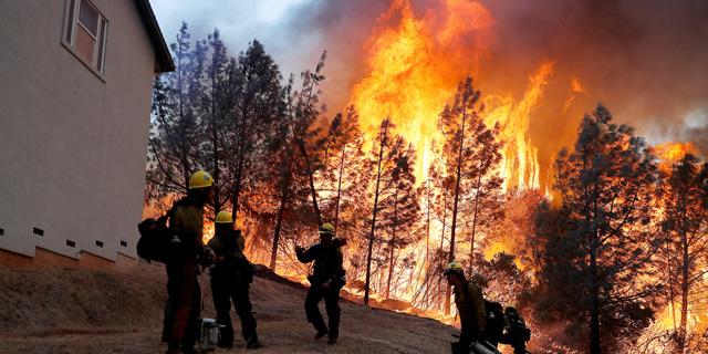 שריפות ענק בקליפורניה: עיירה נחרבה, מליבו פונתה